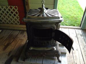 Poele à bois antique/Antique parlor stove cast iron with chrome Gatineau Ottawa / Gatineau Area image 5