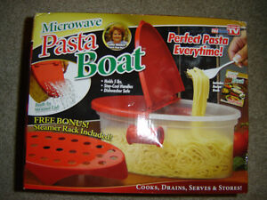 AS SEEN ON TV MICROWAVEABLE PASTA BOAT BRAND NEW IN THE BOX!!! London Ontario image 1