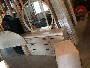 4 piece palliser Queen bedroom set