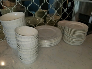 Brand new complete gibson home luxury plate set white