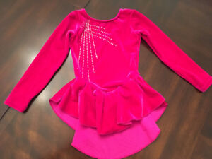 Robe de patinage artistique 4-6 ans (small) rose