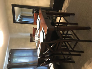 Hardwood table with 8 Chairs (Bar Height)