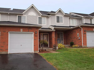 *LAURELWOOD - Beautiful Townhouse on Laurel Gate Drive!