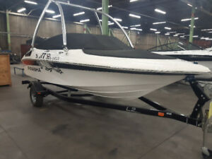 "Piranha 1810  Boat Pleasure craft  18' 10""  with no motor w/wake"