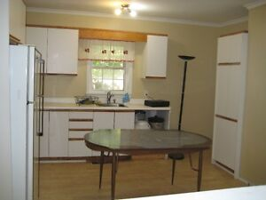 6 BDRM DOWNTOWN STUDENT HOUSE - $425 - ALL INCLUSIVE Peterborough Peterborough Area image 3