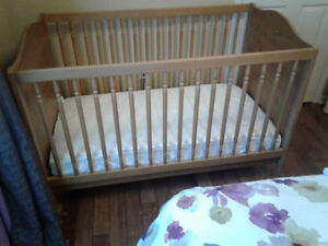 Infant bed with mattress