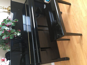 Samick upright piano almost brand new hardly used must sell
