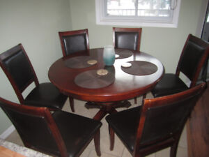 Cherry wood dining room set with 6 cushion chairs