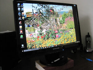 "Samsung 22"" widescreen with speakers"