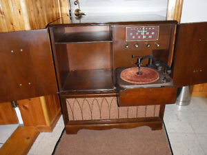All original 1953 Firestone Am short wave radio phonogragh, Beau