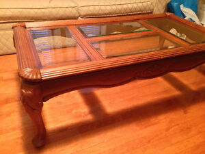 BEAUTIFUL WOOD COFFEE TABLE - CLASSIC STYLE