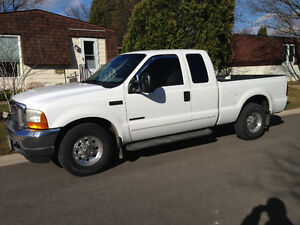 7.3 Diesel Ford F-250 XLT Pickup Truck Only 137,000km.