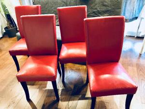 4 chaises en cuire