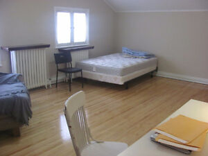 1 Enormous (fully furnished) bedroom in house-Kingston Ontario