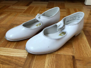 White Tap Shoes/Chaussures Tap Blanches