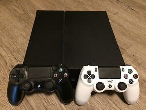 NEW! 500g PS4 with 2 controllers and games