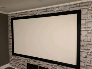 "Projector screen 106"" / ecran de projecteur"
