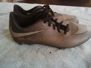 Nike Youth size 6 Soccer Cleats