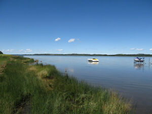 LAKEFRONT PARADISE IN CENTRAL ALBERTA!
