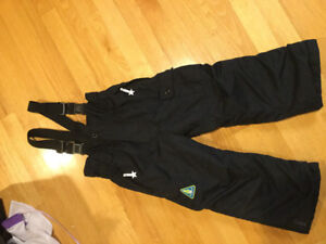 Quality snowpants with suspender and insulated. Size 4  Quality