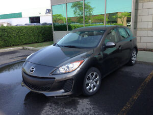 2012 Mazda Mazda3 GX Hatchback - under 37500 KM!!!