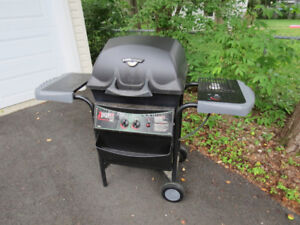 Free bbq with side-burner