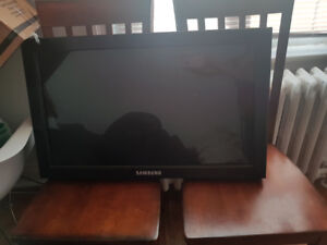 "Samsung 32"" touch screen gaming monitor"