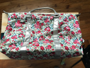 Womens Floral Duffel Hand Bag (Used)