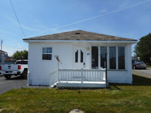 3 Bedroom Bungalow in Gfw! Owners Motivated to Sell!!