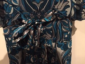 Blue flutter sleeve blouse - size 14 London Ontario image 3