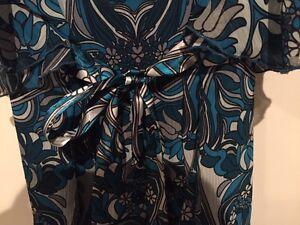 Blue flutter sleeve blouse - size 14 London Ontario image 3