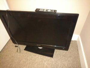 """Phillips 32"""" TV with AmbiLight (32PFL332D/37)"""