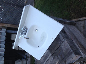 "31x19"" Bathroom Sink white  30.00 (taps not included ) offers"