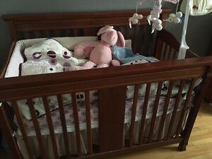 Urgent Kit pour bébé :Table à langer,Meuble de Rangement,Lit