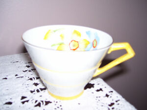 Paragon Art Deco Narcissus Tea Cup
