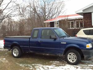 PRIX RÉDUIT Ford Ranger 2011 Bas kilométrage + 8 pneus inclus