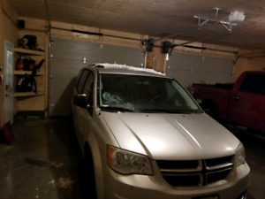2011 dodge grand caravan with stow and go