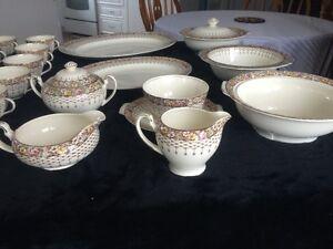 Ensemble de vaisselle antique West Island Greater Montréal image 8