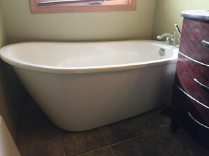 MAAX stand alone soaker tub w fixtures