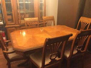 Beautiful dining room table, 6 chairs and hutch must go!