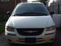 2000 Chrysler Town & Country Minivan, Van