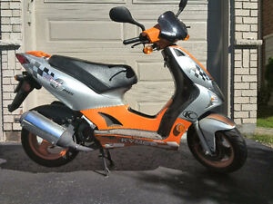 Nearly New 50cc Kymco; 2000 KM; 70km/h; Great on Gas; $900 OBO