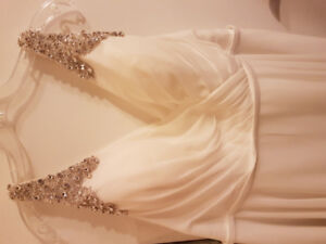 Beautiful wedding dress $400