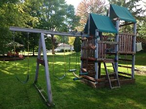 Play Structure Cornwall Ontario image 2