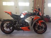 2010 CBR1000RR.  MINT CONDITION. LIKE NEW