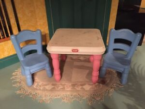 LITTLE TIKES CHILDREN'S TABLE AND TWO CHAIRS