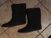 Size 8 felt for winter boots or will fit rubber boots .