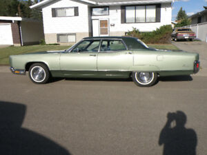 1971 LINCOLN CONTINENTAL, 4DOOR; 460 CID V-8; NICE CONDITION.
