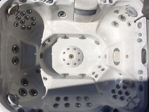 2012 Jacuzzi J495 with Stereo - Huge 10 man Tub