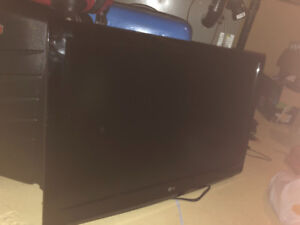 "42"" LG flatscreen TV (mint condition with cables)"